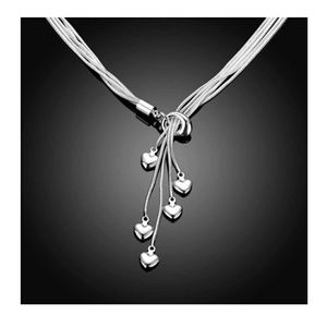 NWOT Beautiful silver necklace
